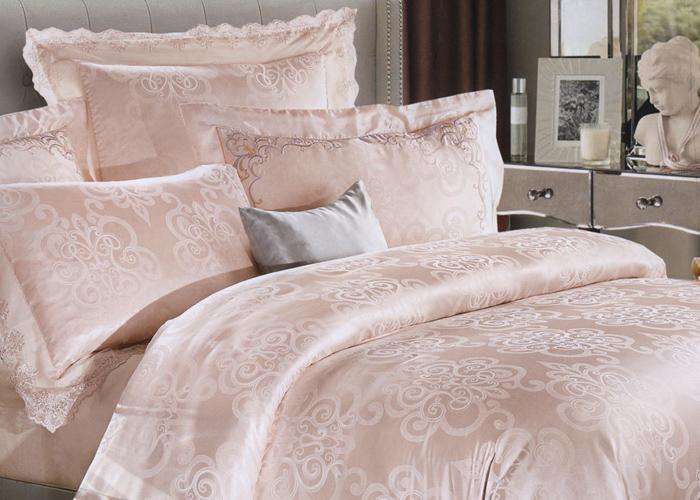 Бледно-розовый комплект из шёлка