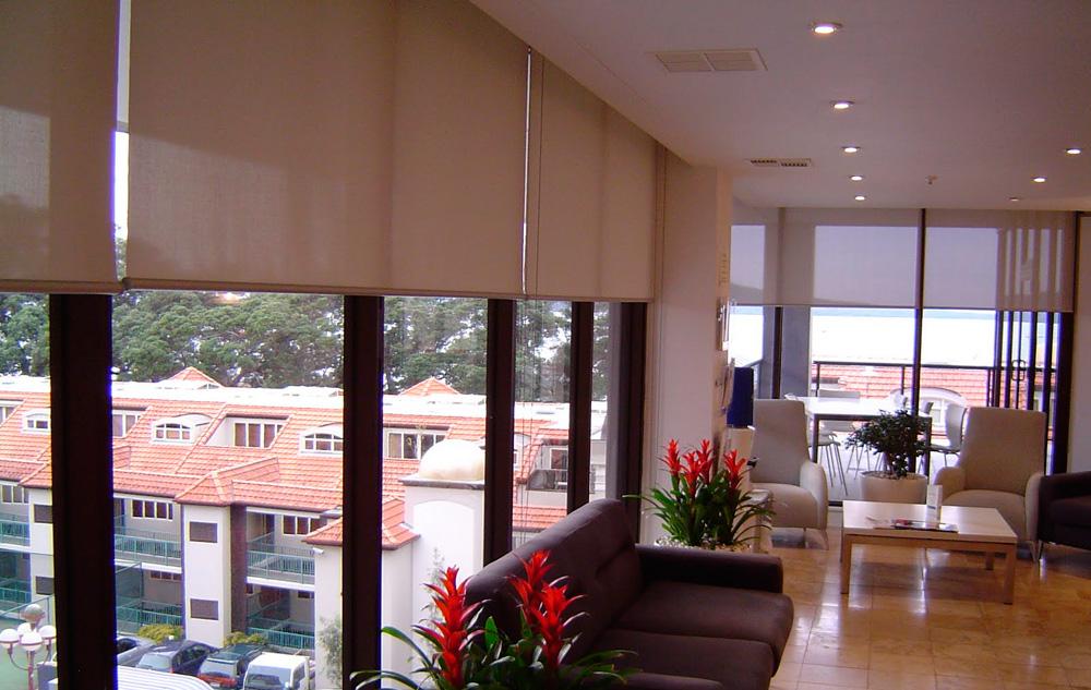 Рулонные шторы на пластиковые окна фото №7