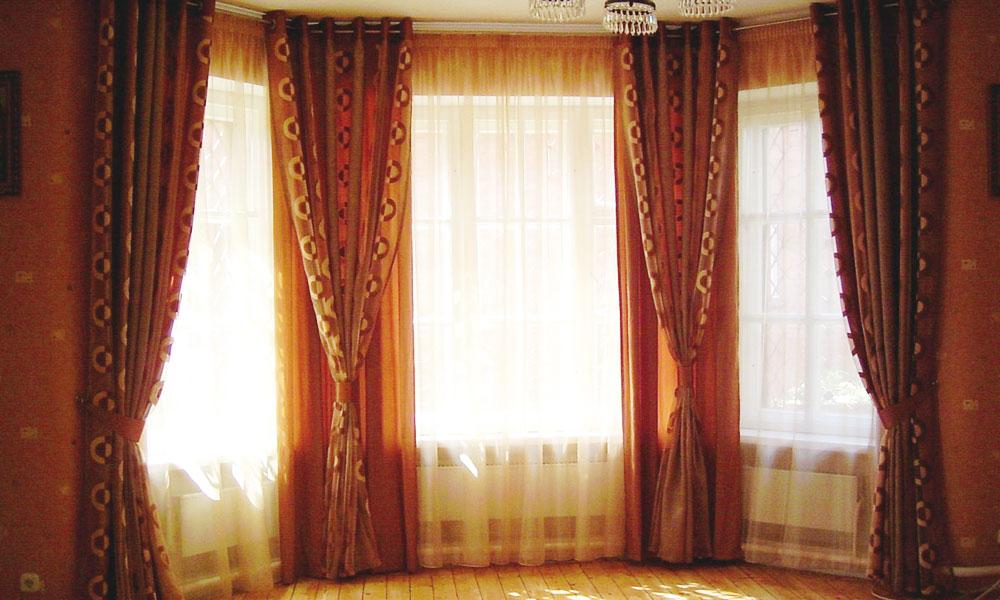 шторы-в-гостиную-для-эркера-1