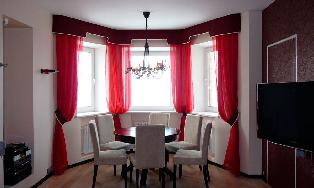 Дизайн штор для кухни эркер