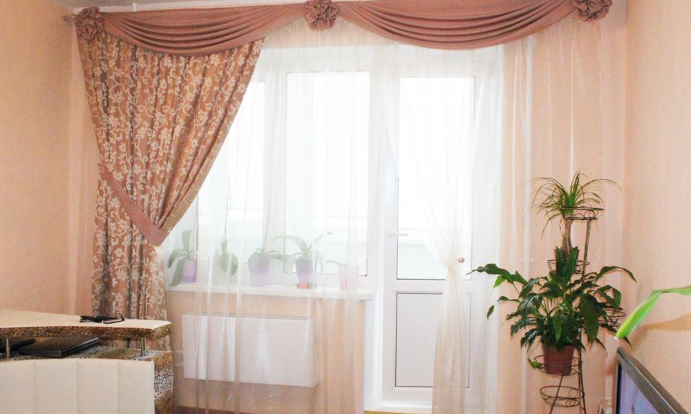 шторы-в-гостиную-с-балконом-2