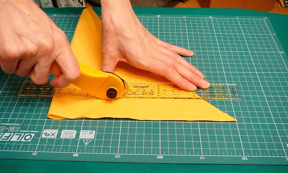 Как пользоваться ножом по ткани