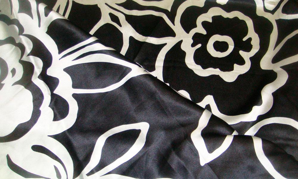 Портьера из ткани сатен